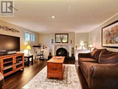 Property listed For Sale in Burlington, Canada