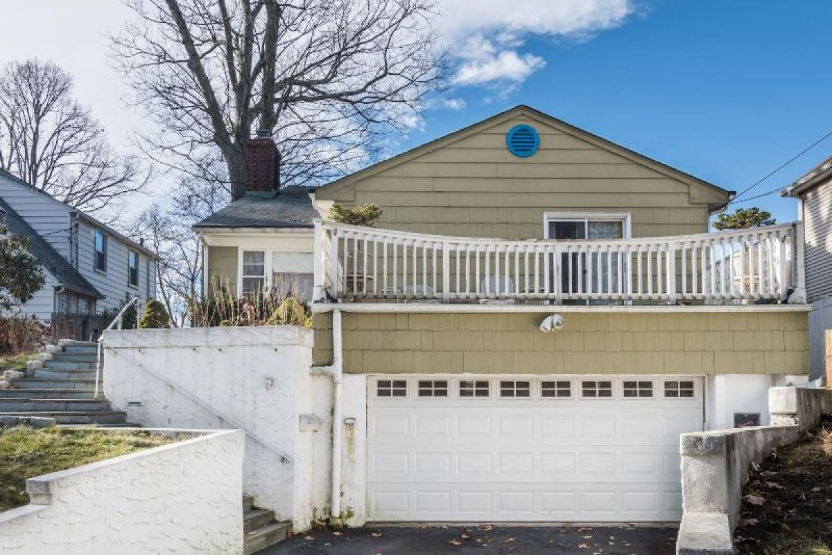Property listed For Sale in White Plains, New York, United States
