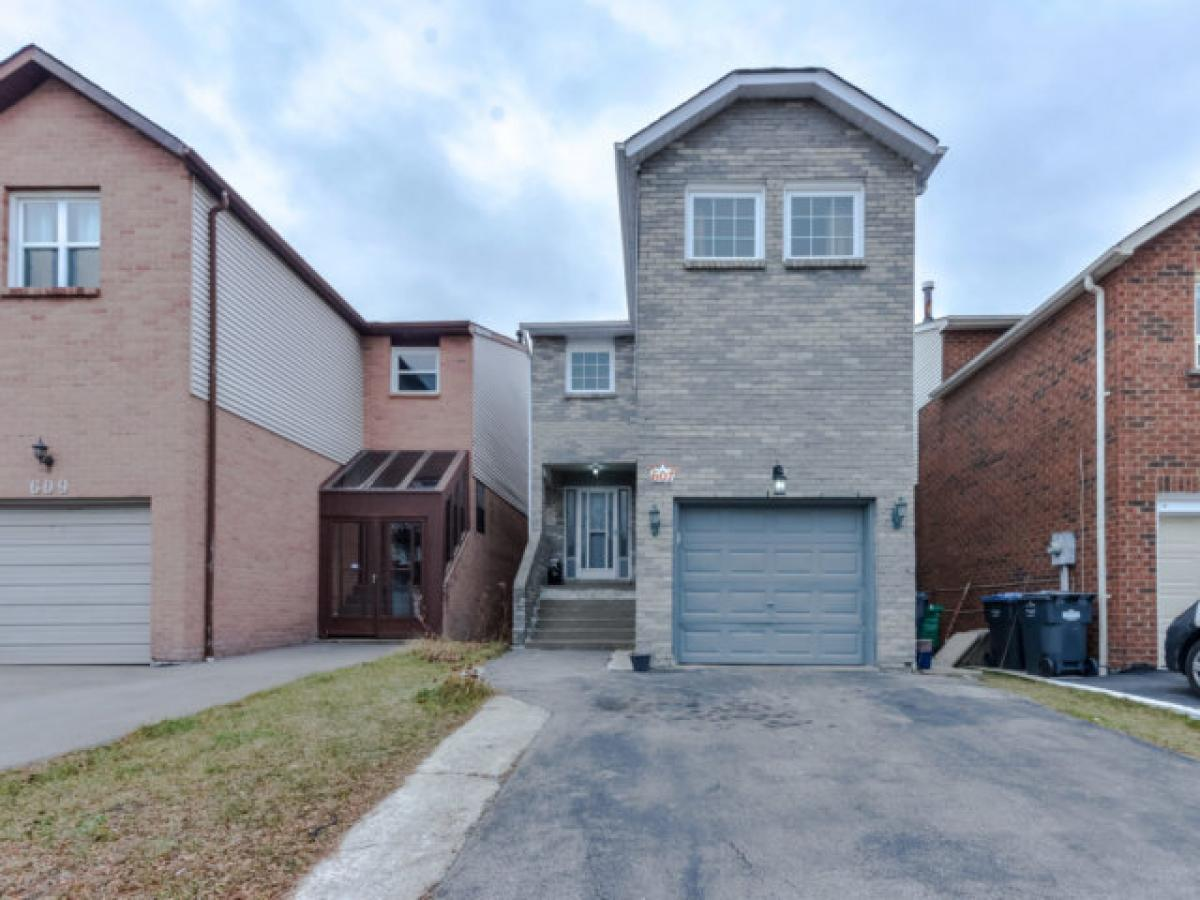 Property listed For Sale in Mississauga, Canada
