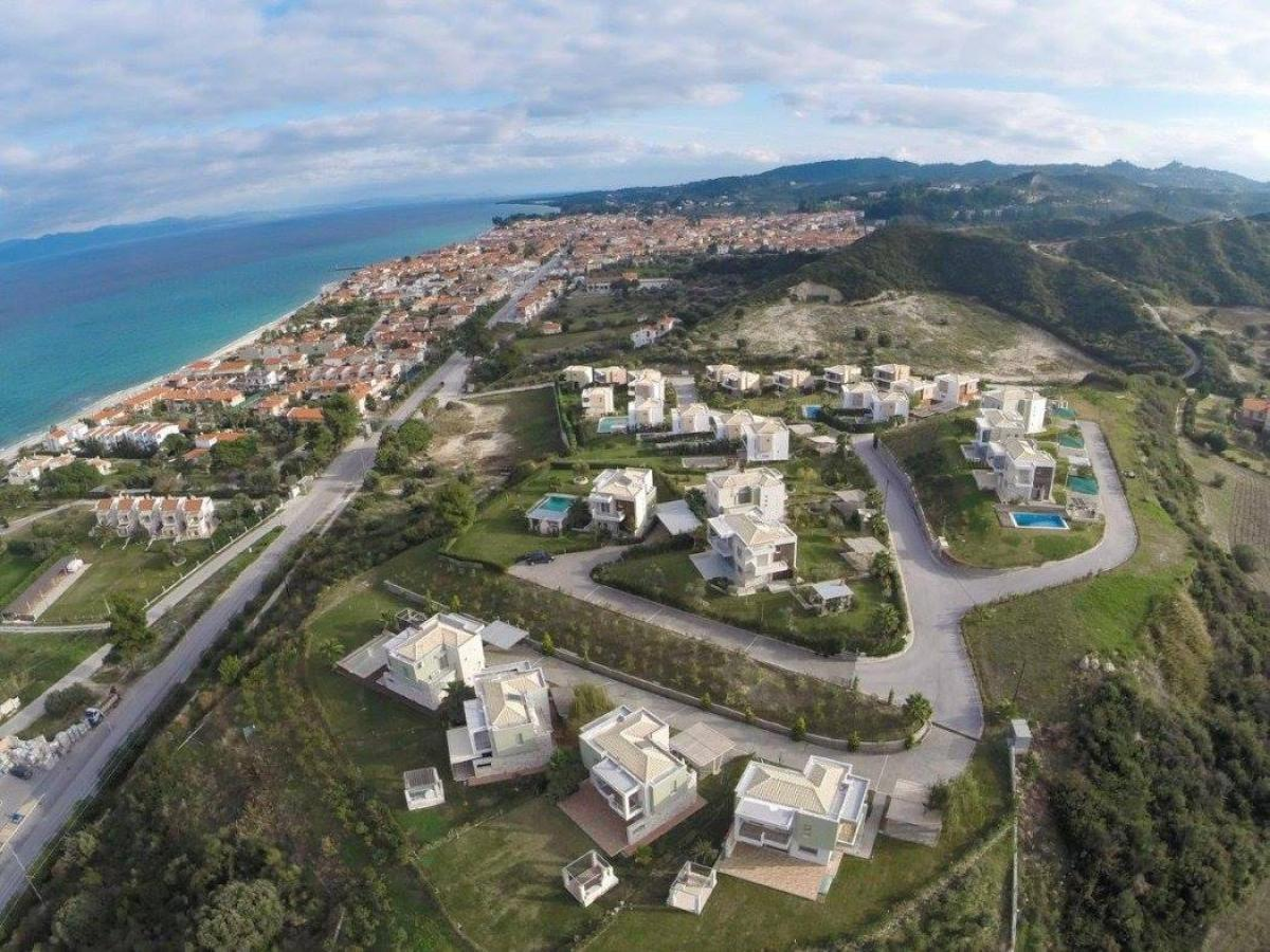 Property listed For Sale in Pefkohori, Greece