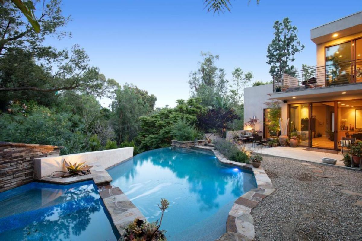 Property listed For Sale in Los Angeles, California, United States