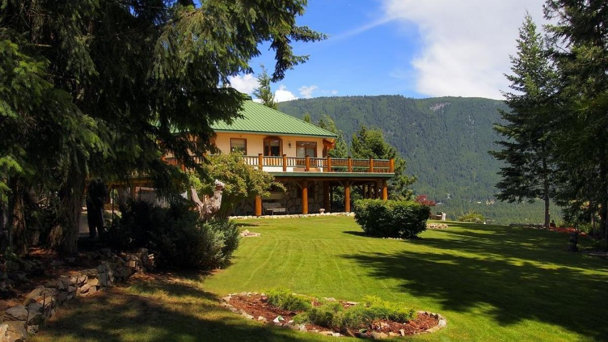 Picture of Home For Sale in Tappen, British Columbia, Canada